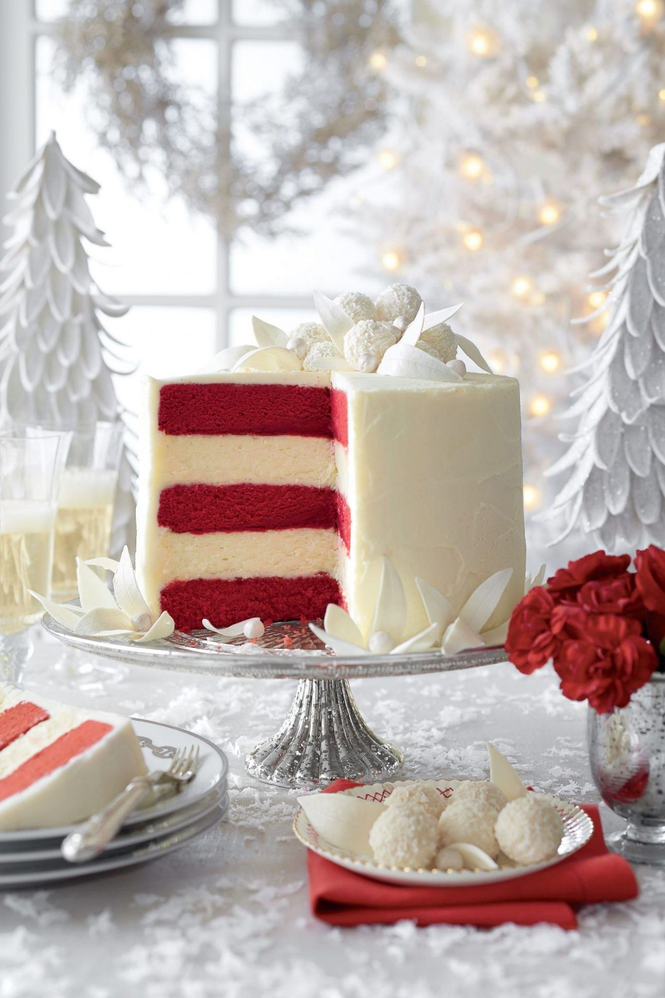 This Is Our Most Popular Christmas Cake Ever | White chocolate ...