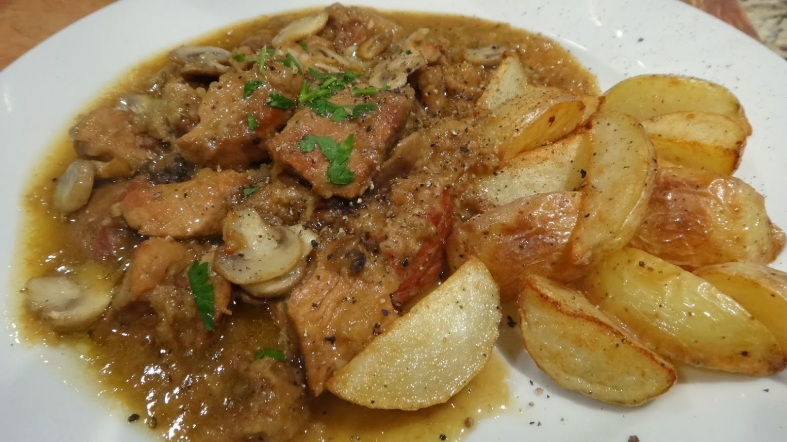 Varkens Stoofvlees – Belgian Pork Stew cooked in Beer | I WANT TO ..