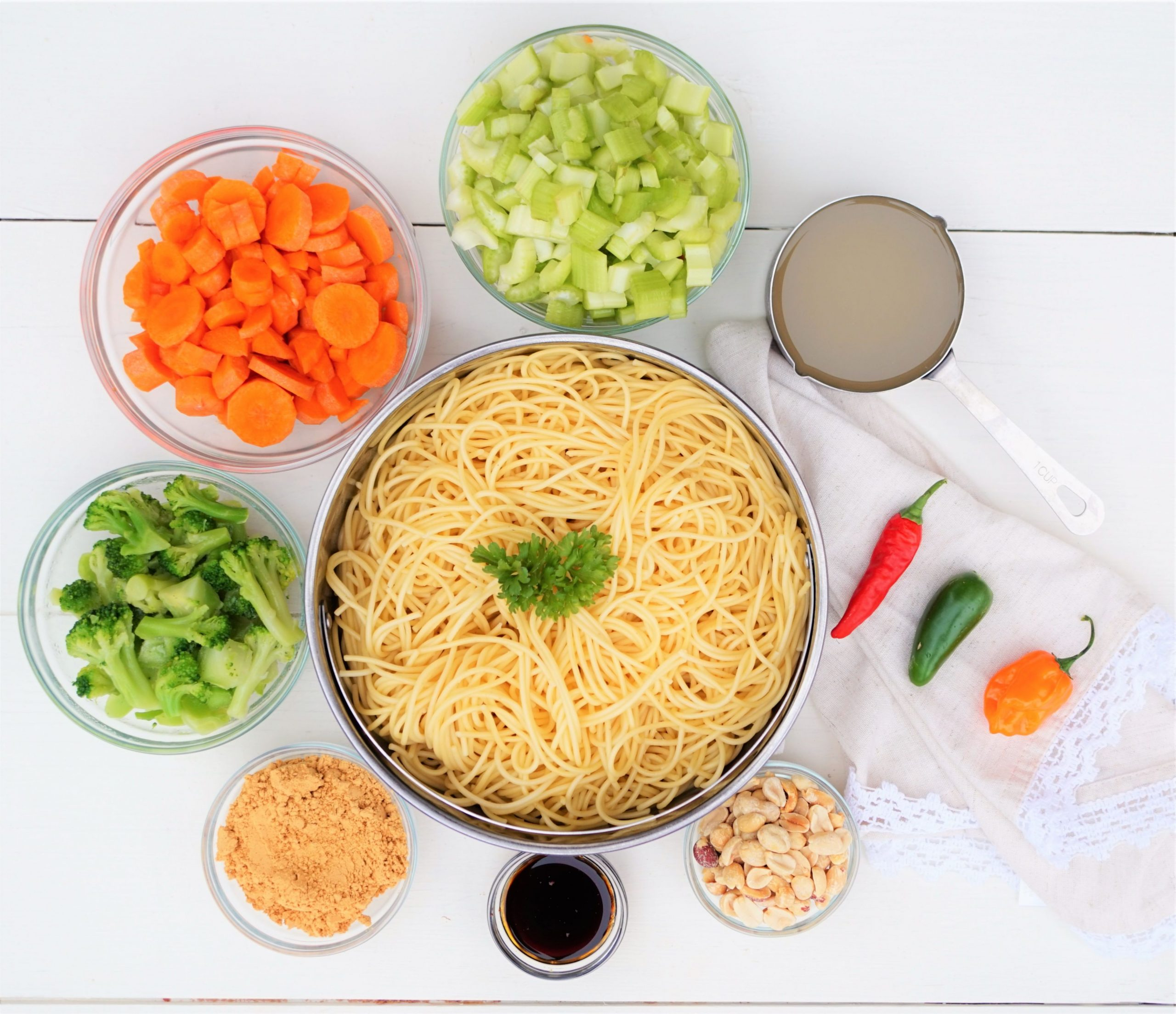 Vegetable Spaghetti Stir Fry with Spicy Peanut Sauce - Recipes Pasta Vegetables