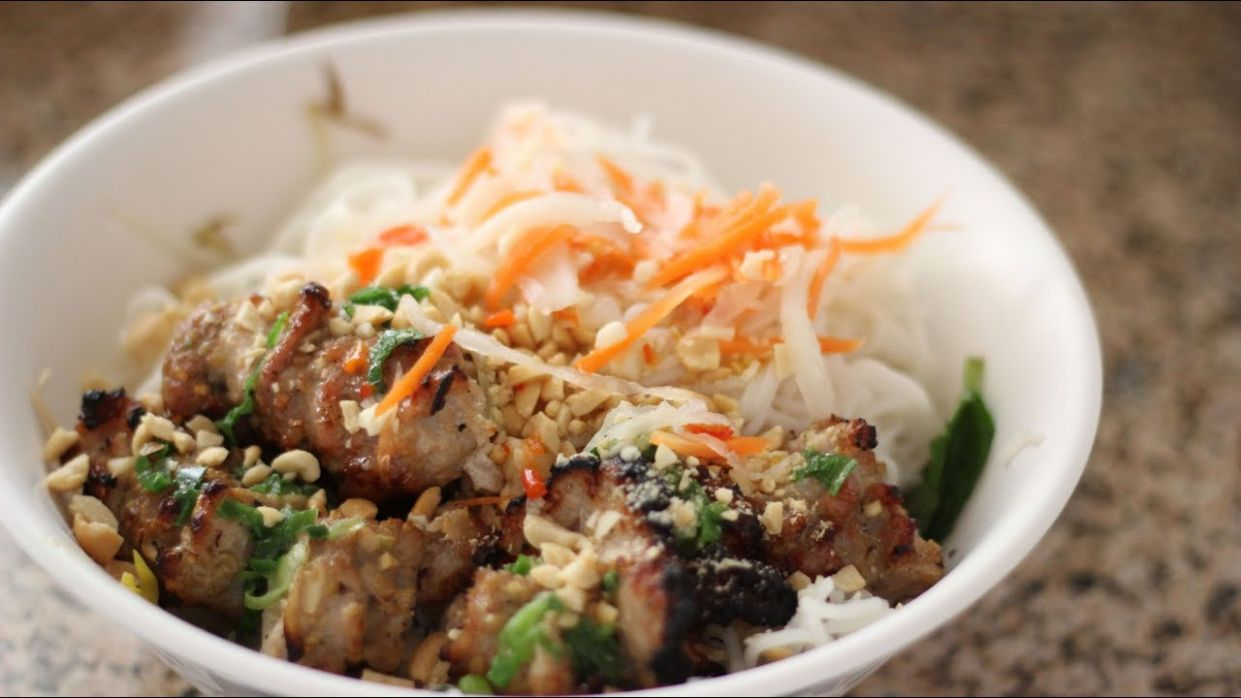 Vietnamese Grilled Pork with Vermicelli Noodles (Bun Thit Nuong) - Recipe Pork Vermicelli