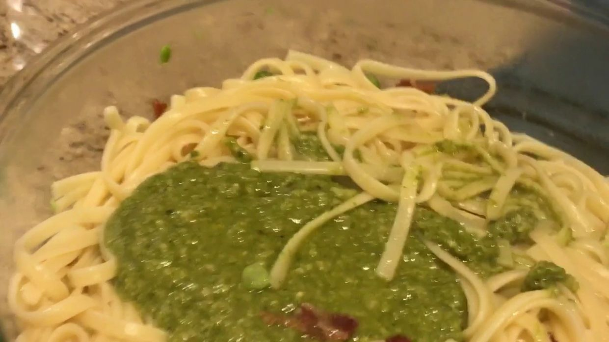 What's in my yummy tummy: pesto pasta with bacon